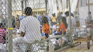 Más de 200 niños separados de sus familias siguen bajo custodia en EEUU