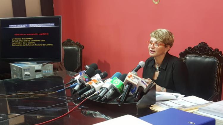 Comisión determina responsabilidad de Mesa en caso Odebrecht y sugiere enviar informe a la fiscalía