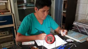 El Premio Zayed dona 2.000 linternas solares a pobladores de municipio boliviano