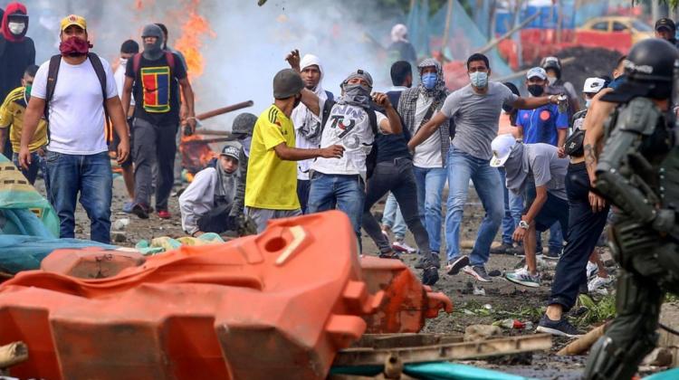 210429232044-cali-protestas-colombia-reforma-tributaria-full-169